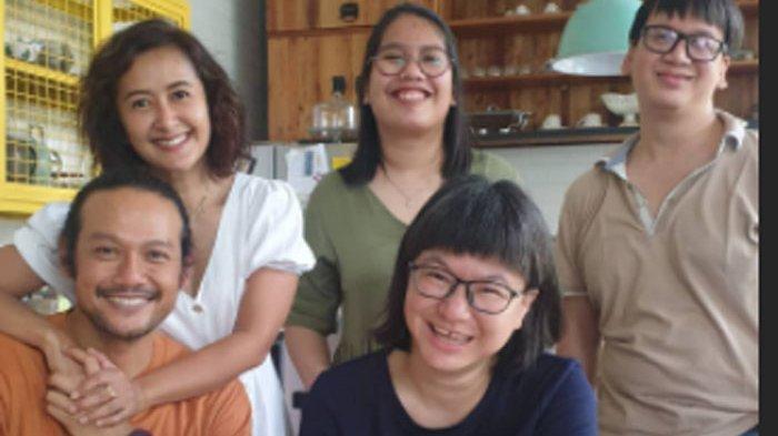 Dwi Sasono Bebas, Akhirnya Widi Mulia Bisa Peluk Erat Sang Suami, Lihat Ekspresi Bahagianya