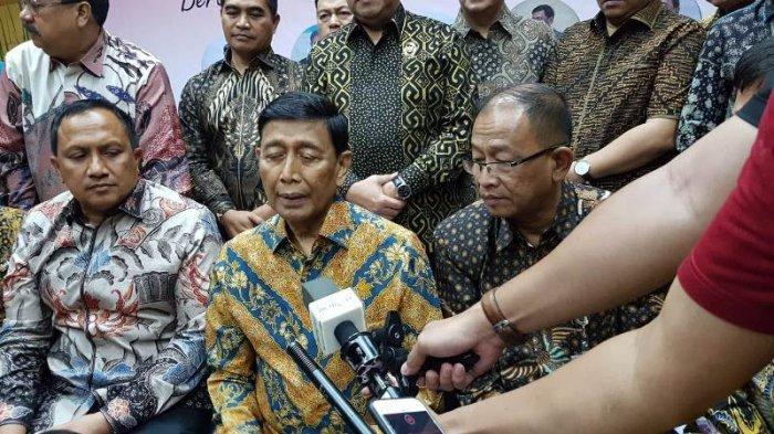 Meski Ususnya Dipotong 40 CM, Wiranto Tetap Ikut Acara di Kemenkopolhukam: Saya Dikawal 2 dokter
