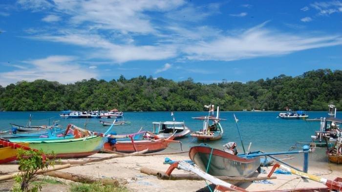 Wisata Air di Indonesia-Pantai Sendang Biru.