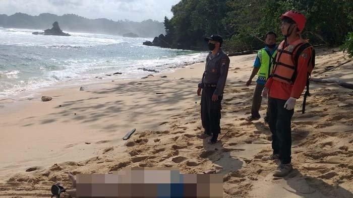 Satu wisatawan dilaporkan tewas setelah menaiki tebing di Pantai Banyu Meneng, Kecamatan Bantur, Kabupaten Malang, Minggu (30/5/2021).