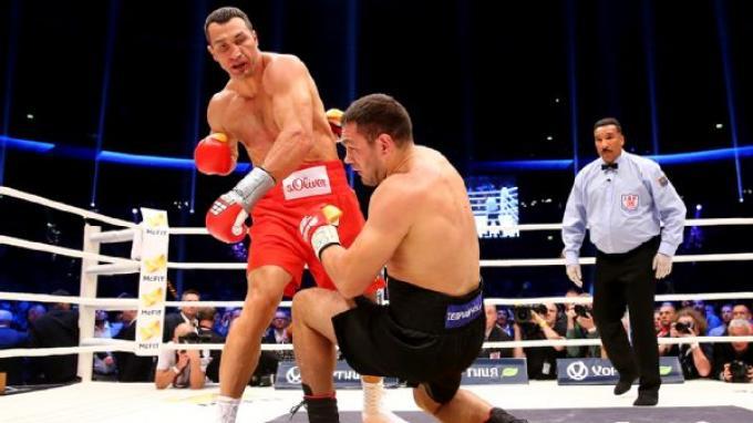 Wladimir Klitschko menjatuhkan Kubrat Pulev.