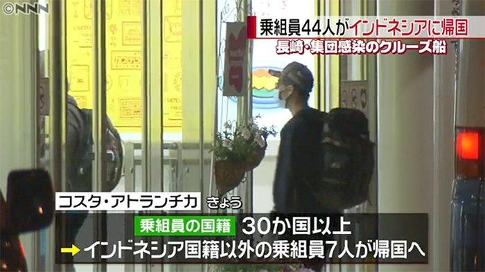 Seorang WNI memasuki Bandara Haneda Jepang, Senin (4/5/2020) pagi berangkat menuju Indonesia menggunakan  pesawat ANA.