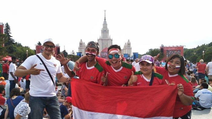 Lima Orang Indonesia Kompak Kenakan Jersey Timnas Indonesia di Piala Dunia 2018