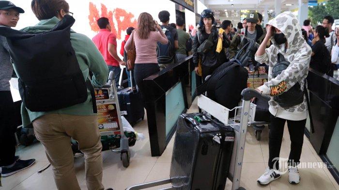 Sejumlah WNI yang telah menjalani observasi Virus Corona di Natuna saat tiba di Bandara Halim Perdana Kusuma, Jakarta Timur, Sabtu (15/2/2020). Sebanyak 238 WNI yang dievakuasi dari Wuhan, Cina, telah menjalani masa observsi virus Corona selama 14 hari telah dinyatakan sehat oleh pemerintah melalui Kementerian Kesehatan. Tribunnews/Jeprima