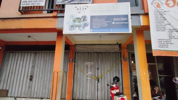 Kantor WO Pandamanda yang telah disegel polisi.