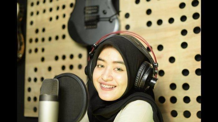 Chord Gitar Lagu Ikhlas Ngenteni - Woro Widowati dengan Lirik: Jebule Sandingane Konco Dewe