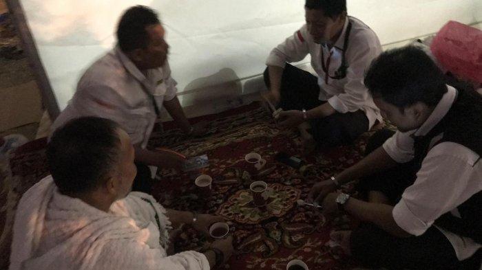 Subuh di Arafah, Mendengarkan Siraman Rohani Sambil Seruput Kopi