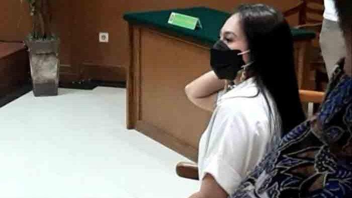 Wulan Guritno menghadiri sidang cerai dengan Adilla Dimitri di Pengadilan Agama Jakarta Selatan, Pasar Minggu, Jakarta Selatan, Kamis (18/3/2021). (Warta Kota/Arie Puji Waluyo)