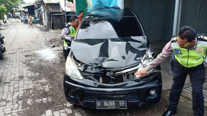 Nenek-nenek di Pedurungan Semarang Tewas Ditabrak Xenia