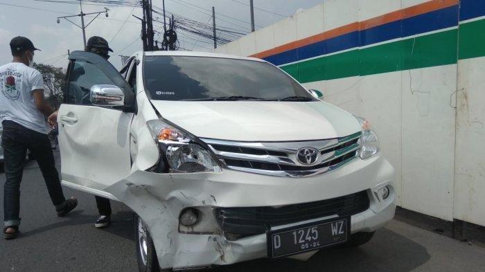 Diduga Buru Buru Yamaha Nmax Terobos Lampu Merah Lalu Tabrak Avanza Hingga Penyok Halaman All Tribunnews Com