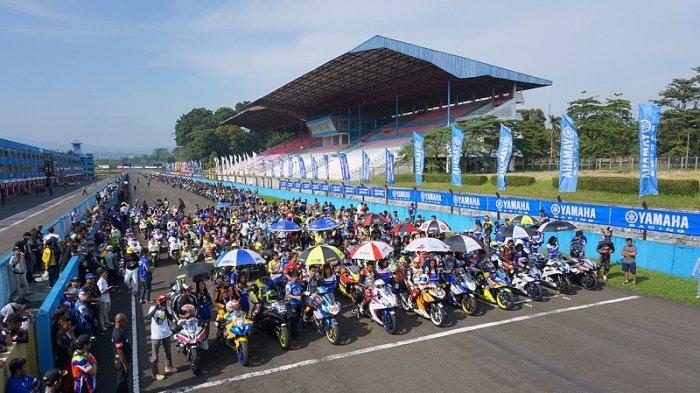 Kebersamaan Seribuan Komunitas All Variant Yamaha Meriahkan Yamaha Sunday Race Seri 2