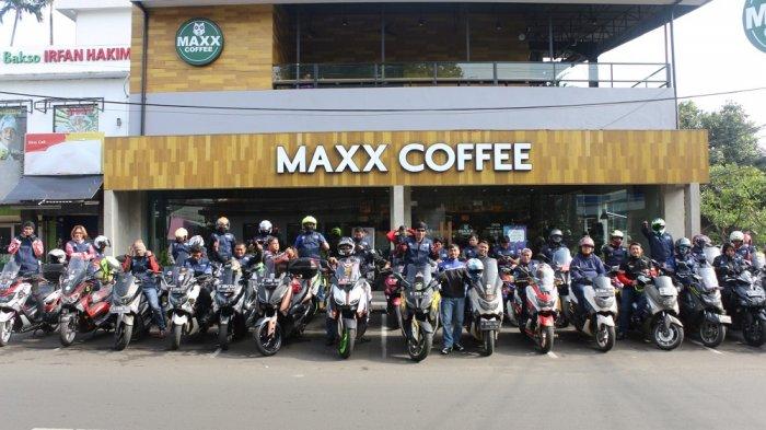 Acara Yamaha Morning Ride (Yamamori) yang digelar pagi ini, Minggu (25/2/2018) oleh Yamaha Indonesia bersama jurnalis dan komunitas MAXI Series dengan rute dari DDS Yamaha di kawsan Cempaka Putih menuju MAXX Box di Lippo Karawaci, Tangerang. Rombongan saat transit di MAXX Coffee di Cipete, Jakarta Selatan.