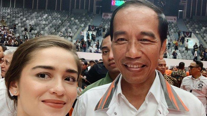Dukung 01, Yasmine Wildblood Mengaku Gemetar Foto Bareng Jokowi hingga Berdebat dengan Netizen