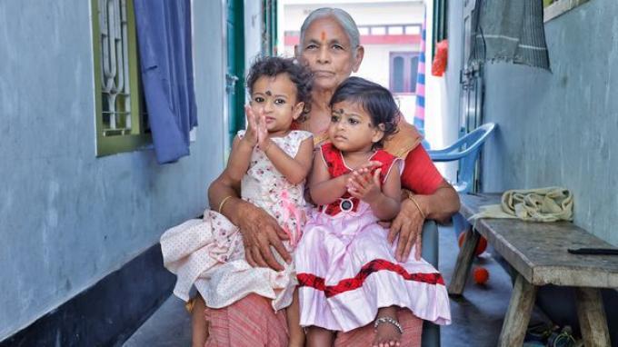 Yerramatti Mangayamma dan dua putrinya