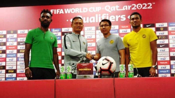 Asisten Pelatih Timnas Indonesia, Yeyen Tumena dalam sesi konferensi pers jelang laga kontra Malaysia. Dok:PSSI