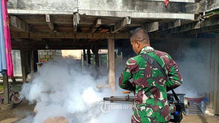 Cegah Malaria, Satgas Pamtas Yonif PR 328/DGH Lakukan Fogging di Kampung Bugis