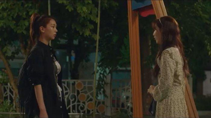 Yoon Sol mengajak Ji-Wan berbicara di taman.