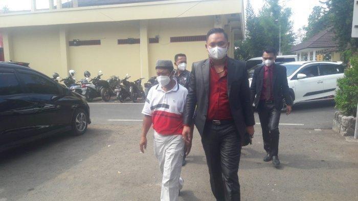 Kakak Amalia Keluar Dari Satreskrim Polres Subang Dengan Wajah Lesu