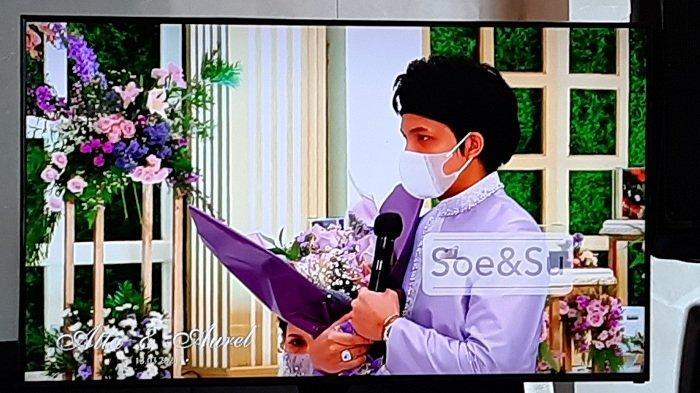 Youtuber Atta Halilintar saat melamar langsung kekasihnya, Aurel Hermansyah, Sabtu (13/3/2021)