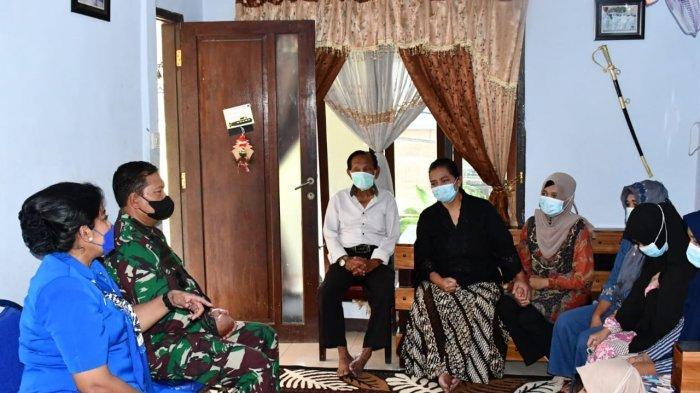 KSAL Sambangi Istri Kolonel Harry dan Kru KRI Nanggala 402 Serta Janjikan Pendidikan  Anak-Anaknya