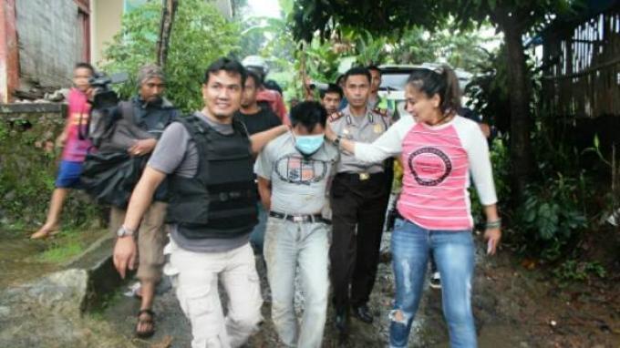 Kasat Narkoba Kepolisian Resor Bogor Jawa Barat AKP Yuni Purwanti Kusuma Dewi SH menangkap pengedar narkoba di Bogor.