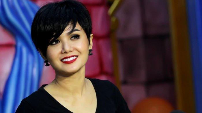 Penyanyi Yuni Shara.
