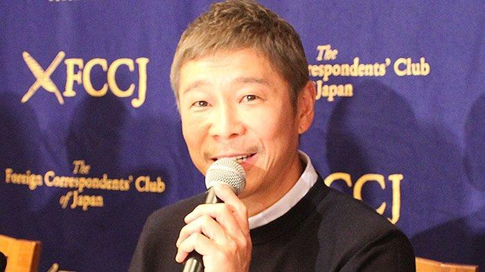 Yusaku Maezawa (44) miliarder Jepang yang kekayaannya terus merosot kini dari 15 miliar dolar AS menjadi maksimum 2 miliar dolar AS.