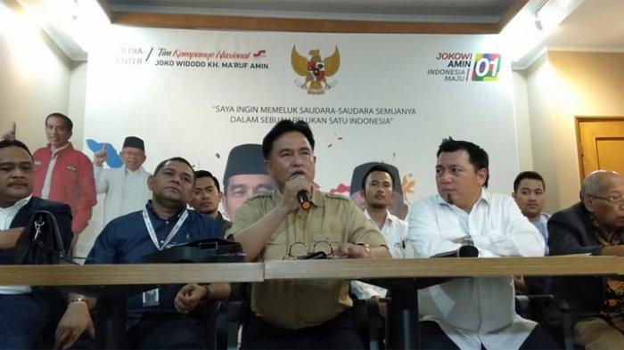 Tim Hukum TKN Jokowi-Ma'ruf Amin dipimpin Yusril Ihza Mahendra memberi pernyataan pers di Posko TKN Jalan Cemara, Menteng, Jakpus, Jumat (28/6/2019).