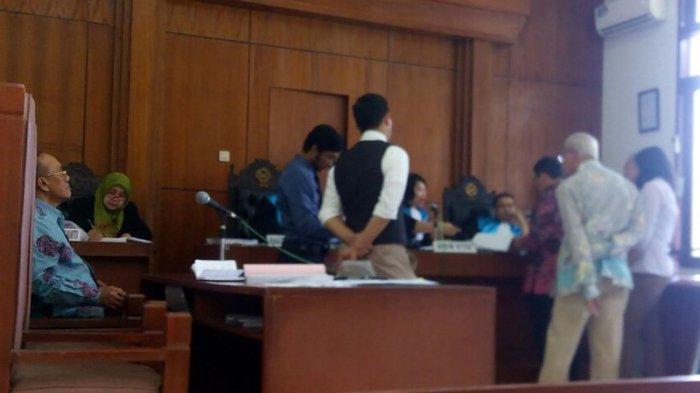 Setelah 46 tahun Mengabdi Lalu di Pecat, Guru Besar Trisakti Menggugat