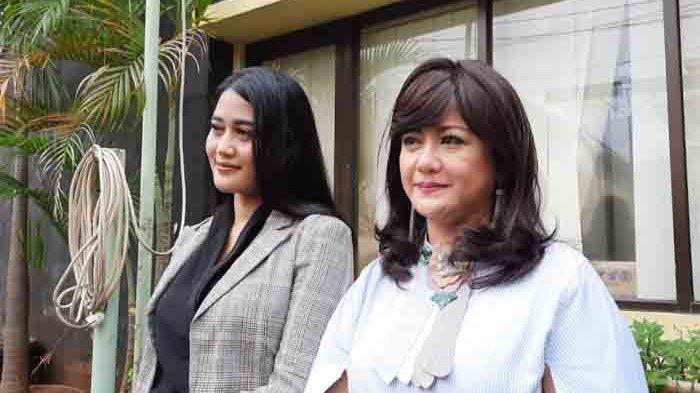 Yuyun Sukawati dan kuasa hukumnya saat tiba di Komnas Perempuan, Jakarta Pusat, Jumat (8/4/2021).