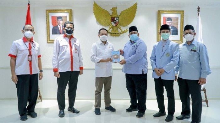 Zainudin Amali Dapat Apresiasi dari Ketum Badan Komunikasi Pemuda Remaja Masjid Indonesia