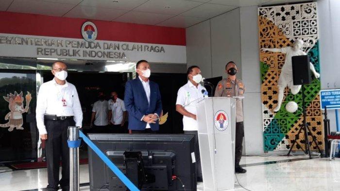 Menpora Zainudin Amali, Gatot S Dewa Broto, Ketum PSSI Mochamad Iriawan dan Asops Kapolri Imam Sugianto saat memberikan pernyataan usai melakukan rapat koordinasi di Kemenpora, Senayan, Jakarta, Rabu (10/1/2021).