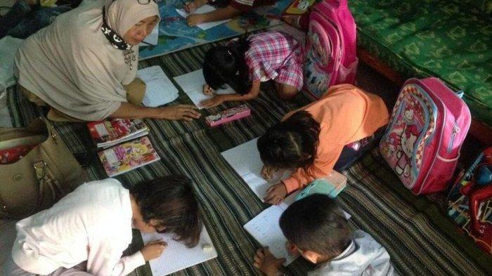 Perempuan Difabel Ini Mengajar TK selama 22 Tahun hingga Dipanggil Nenek Guru