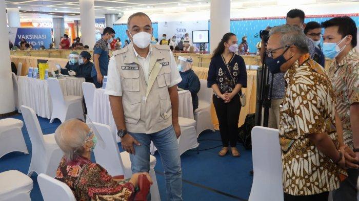 Vaksinasi Lansia di Mal Ciputra Tangerang, Targetkan 3.000 Orang Divaksin