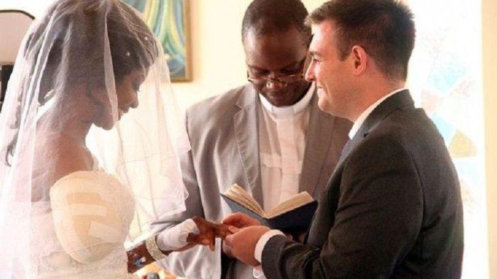 Jelang Pernikahan, Tangan Wanita Ini Dimakan Buaya, Kejadian Selanjutnya Bikin Terharu