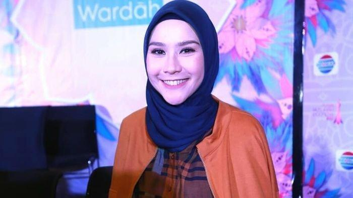 Zaskia Adya Mecca Belanja di Jakarta Fair