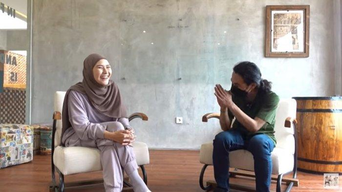 Temui Tetangga Dibalik Teriakan Sahur Lewat Toa Masjid, Zaskia Jadi Orang Pertama yang Beri Teguran