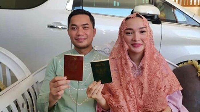 Penyanyi dangdut tanah air, Zaskia Gotik mengumumkan kehamilan anak pertamanya dari pernikahan dengan Sirajuddin M Sabang.