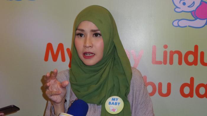 Viral Video Icon Jilbab Dukung Ahok, Ini Klarifikasi Zaskia Mecca