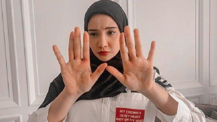 Irwansyah Lakukan Isolasi Mandiri, Zaskia Sungkar Lepas Rindu Lewat Tampilan CCTV