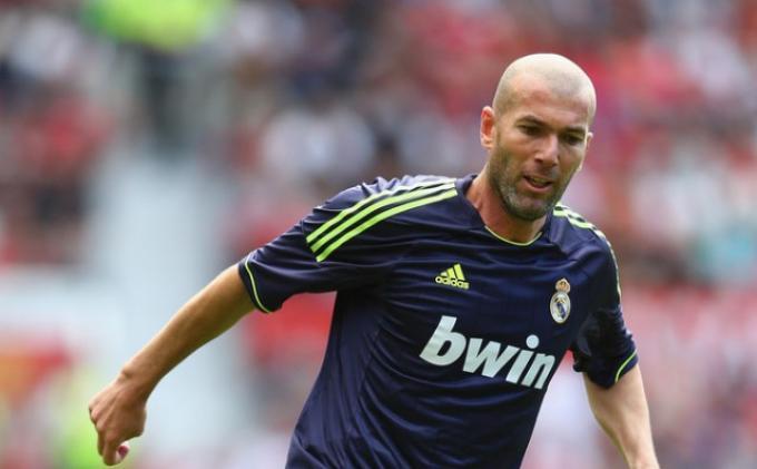 Kisah Real Madrid yang Ingin Pertahankan Zinedine Zidane, Lelucon yang Ditanggapi Serius