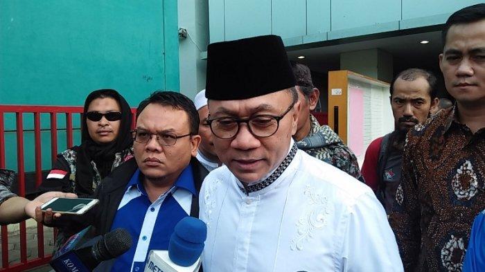 Ketua MPR RI Zulkifli Hasan menyambangi korban luka akibat bentrok di kawasan Tanah Abang dan Petamburan Jakarta Barat di RSUD Tarakan Jakarta Pusat pada Rabu (22/5/2019).