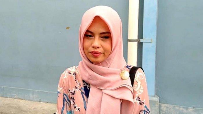 Istri Zul Zivilia, Retno Paradina saat  ditemui di gedung Trans TV, Jalan Kapten Tendean, Mampang Prapatan, Jakarta Selatan, Kamis (5/12/2019).