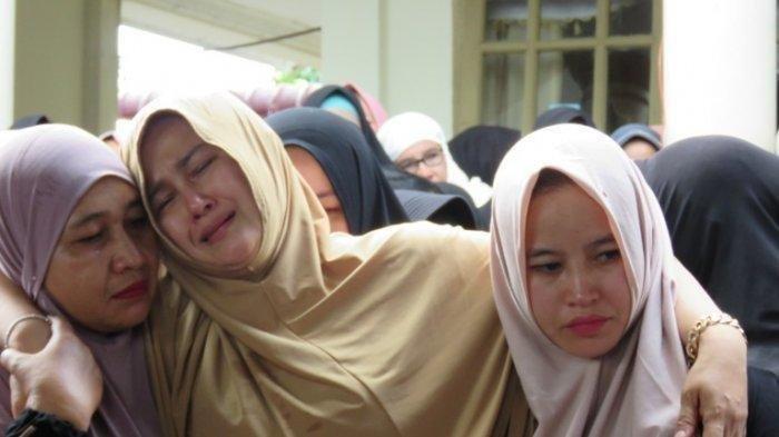 Zuraida Hanum, istri Hakim Pengadilan Negeri Medan, Jamaluddin pura-pura nangis dan pingsan saat suami meninggal, ternyata otak pembunuhannya.