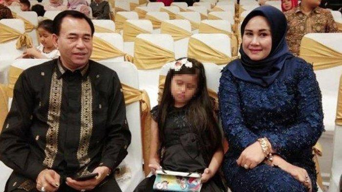 Zuraida Hanum saat mendampingi suaminya, Hakim Jamaluddin saat masih hidup (Istimewa/Facebook)