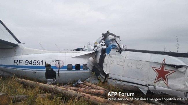 Pesawat Rusia yang Bawa 20 Penerjun Payung Jatuh, 16 Orang Tewas