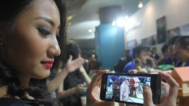 Tak Hanya Membantu, Smartphone juga Bikin Wanita Karier Frustasi