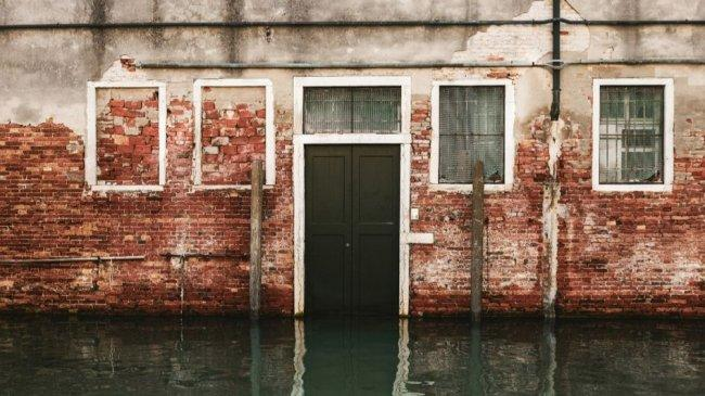 Musim Hujan Tiba, Cegah Air Banjir Masuk ke Rumah dengan Cara Ini