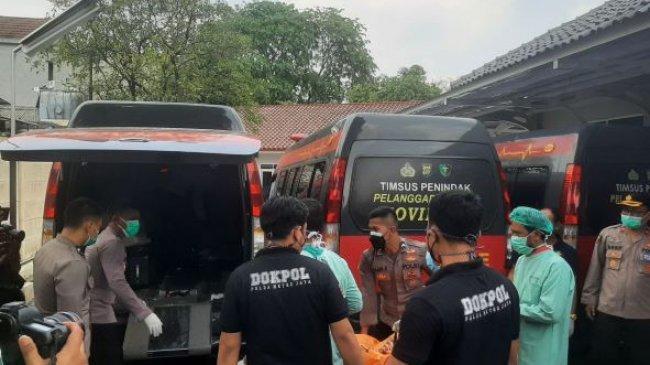 Tangisan Keluarga Sambut Kedatangan Jenazah Korban Kebakaran Lapas Tangerang di RS Pori Kramat Jati