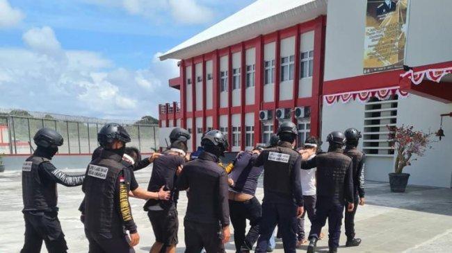 8 Narapidana Bandar Narkoba Jawa Barat Dikirim ke Nusakambangan